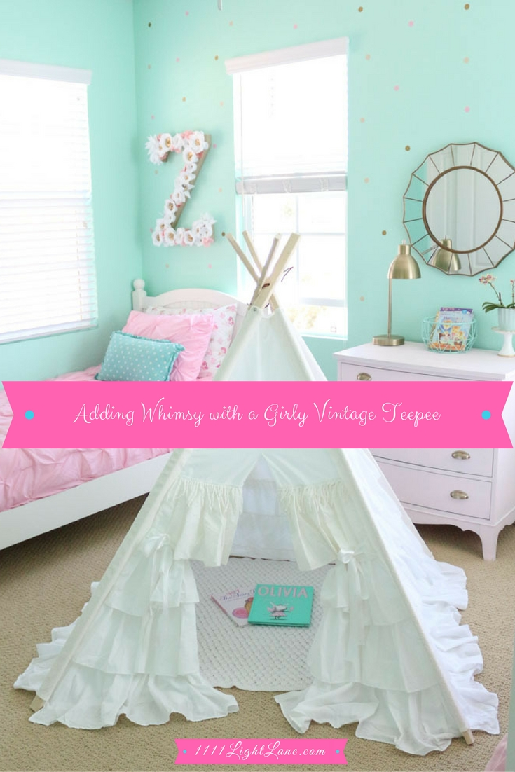 whimsical-girls-bedroom-white-ruffle-teepee