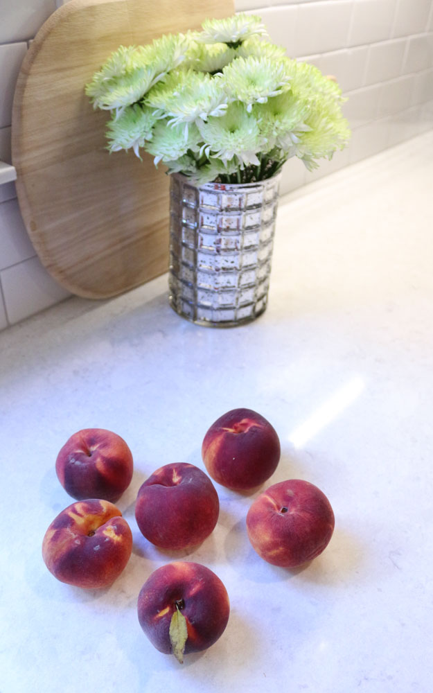 peaches-mums-fall-kitchen-decor-1111lightlane-1-of-1
