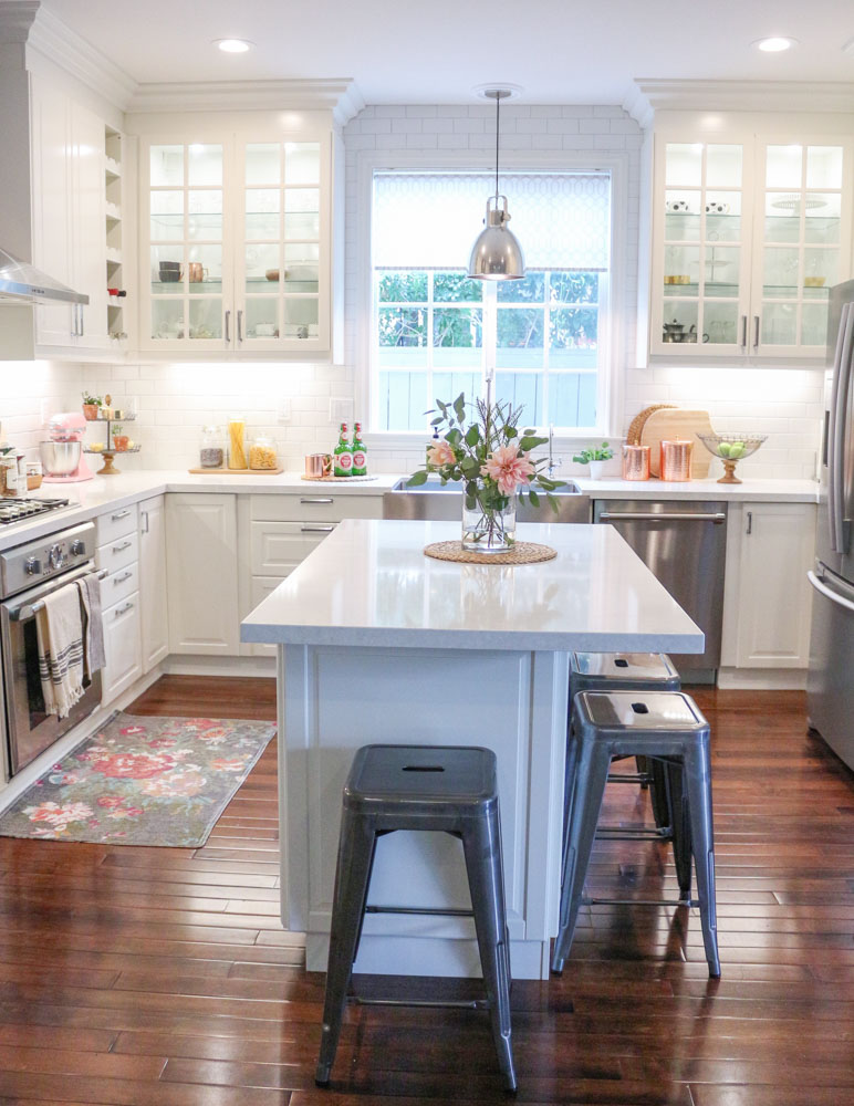 How To Accessorize A Kitchen Island
