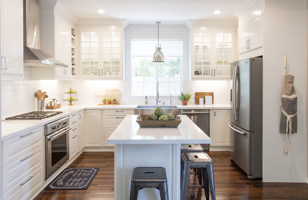 white ikea modern farmhouse style kitchen - White Farmhouse Kitchen