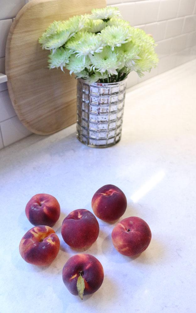peaches-mums-fall-kitchen-decor-1111lightlane-1-of-1