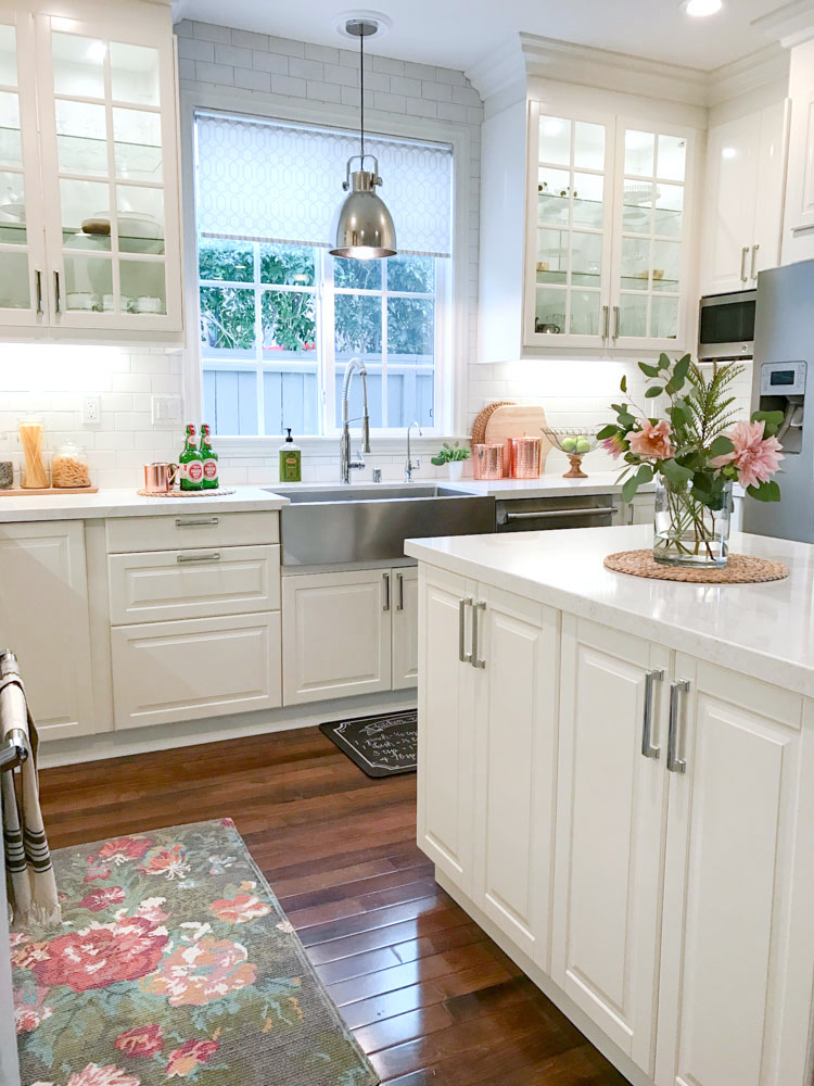 How to accessorize your kitchen for the holidays for Farm style kitchen handles