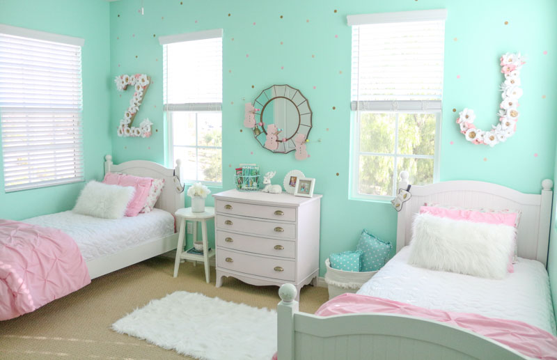 girls-shared-bedroom-decorated-for-winter-1111-light-lane-1-of-1