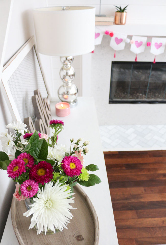 Modern and simple valentine 39 s day decor for Modern day decor