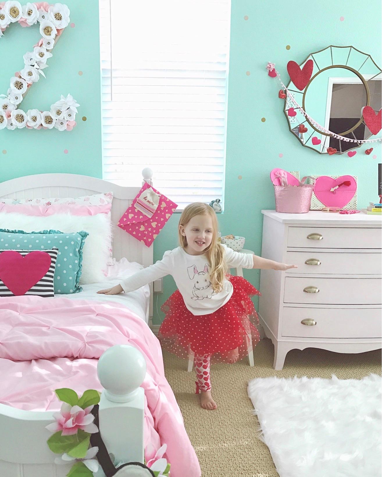 valentines-decor-girls-shared-bedroom-1111lightlane