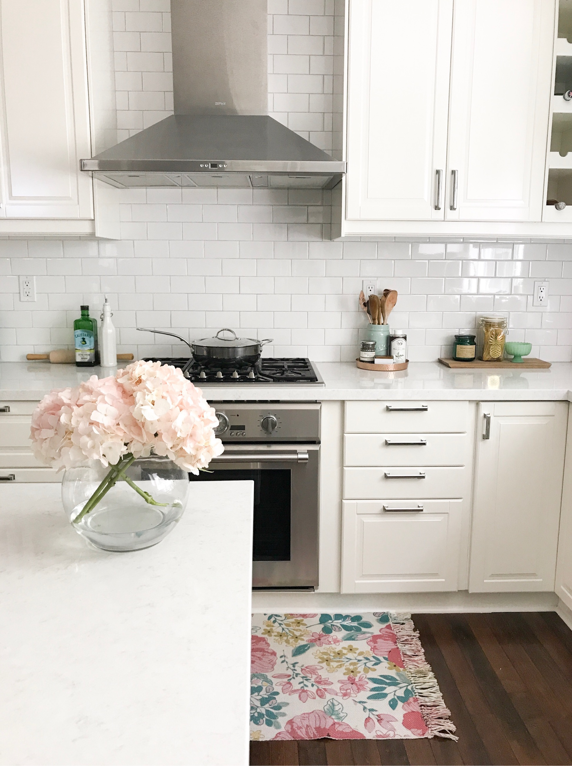 13 real life beautiful and inspirational ikea kitchens for Ikea kitchen modern white