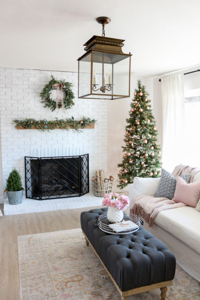 Modern farmhouse style living room holiday tour - Modern farmhouse living room ...