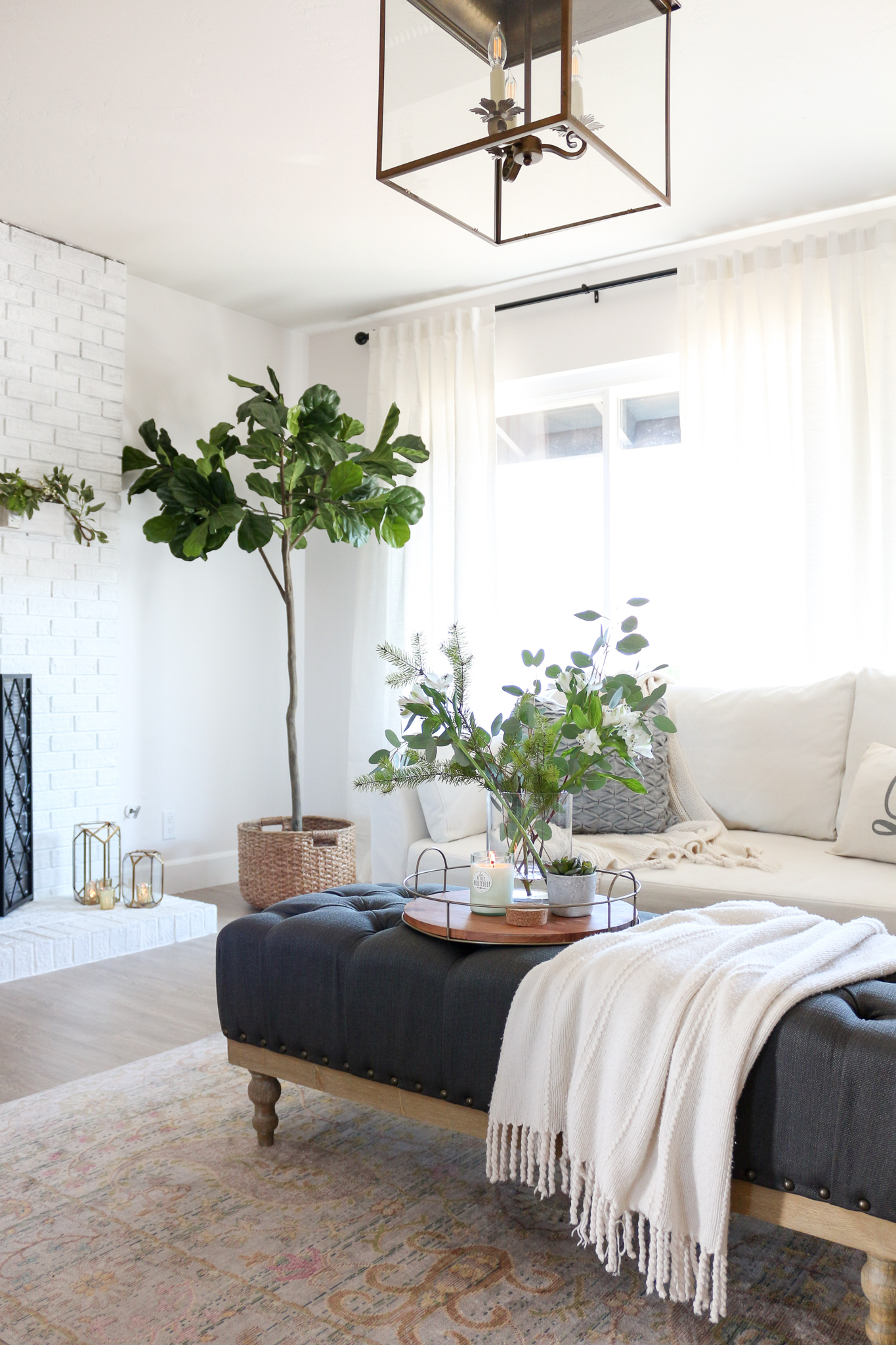 Hygge Style Living Room: Cozy Hygge Modern Farmhouse Style Living Room